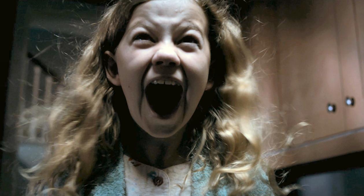 """Niños y terror en """"MAMA"""" cinta presentada por Guillermo del Toro."""