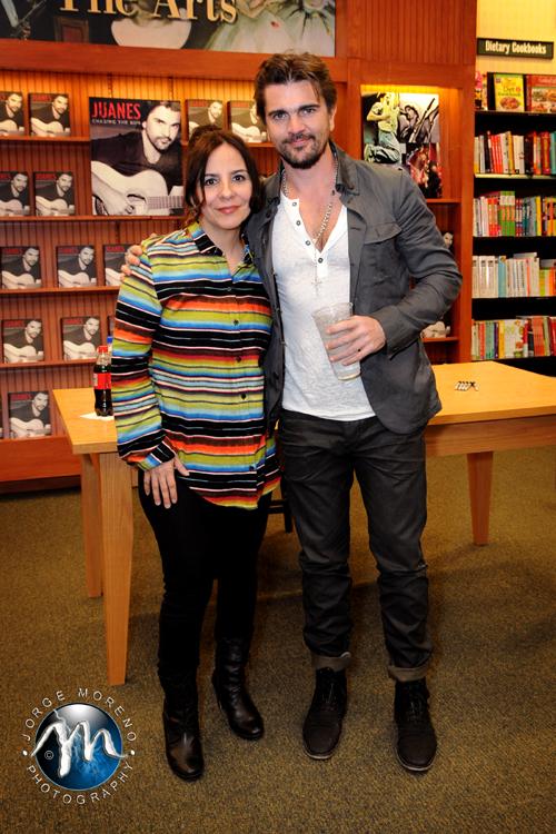 """Juanes comparte detalles íntimos de su vida en su libro """"Persiguiendo el Sol""""."""