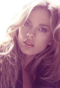 Qué es lo que tienen en comun Scarlett Johansson,  Megan Fox y Bar Paly, entre otras actrices?