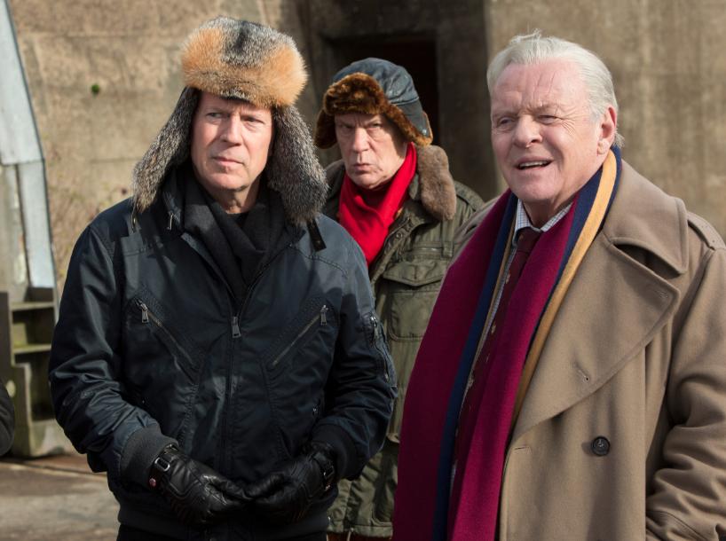 """El equipo de """"Red 2"""", encabezado por Bruce Willis, listo para salvar nuevamente al mundo."""