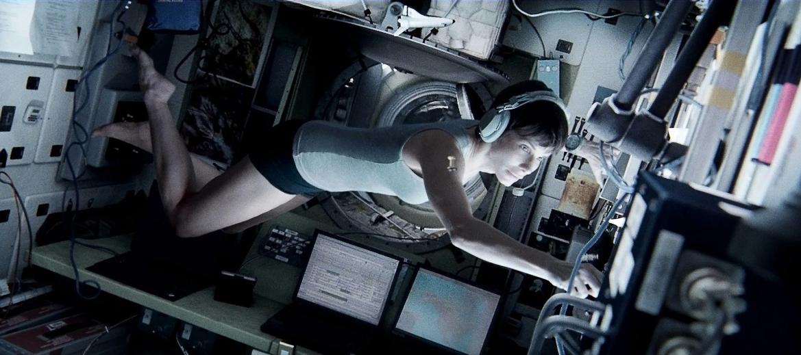 """Alfonso Cuarón regresa al cine con espacio sideral y grandes estrella. """"Gravity""""."""