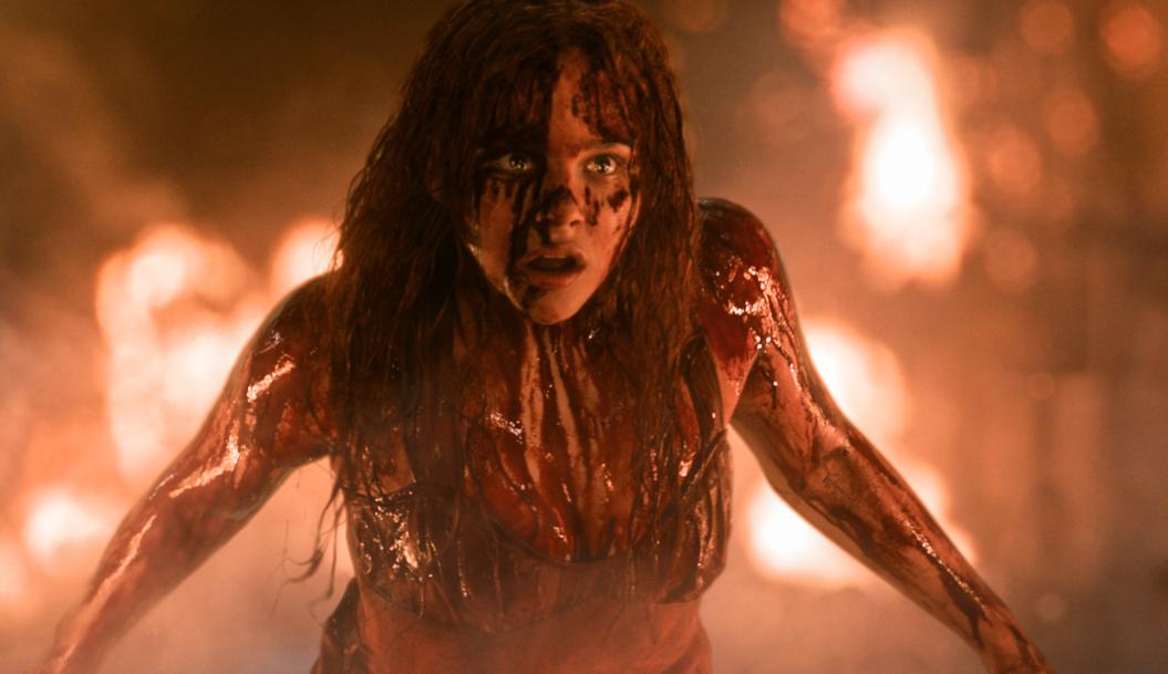 """Viven terror telekinético en una cafetería. Video inspirado en el regresa de """"Carrie"""" al cine."""