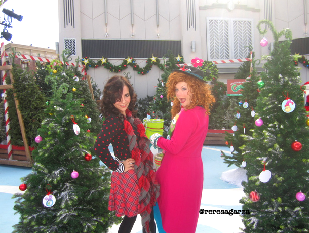 Con una fiesta muy colorida comienza #Grinchmas en Universal Studios Hollywood.