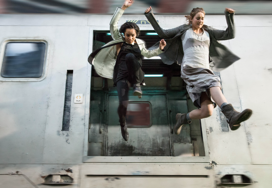 E KRAVITZ and SHAILENE WOODLEY star in DIVERGENT Date Added: 7/19/2013 12:16:53 PM Addtl. Info:Photo: Jaap Buitendijk ©2013 Summit Entertainment, LLC. All rights reserved.