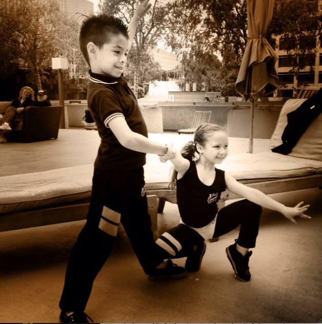 Niños salseros Kevin y Beverly brillan en 16o. Congreso Anual de la Salsa en LA.