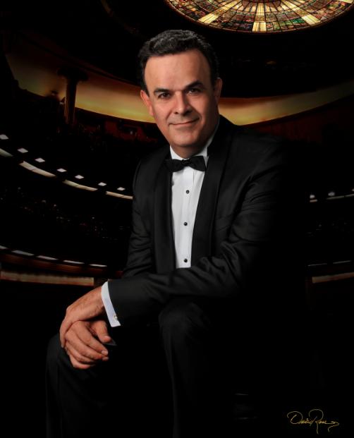 El tenor mexicano Fernando de la Mora en el Festival ¡Viva México! en Los Angeles.