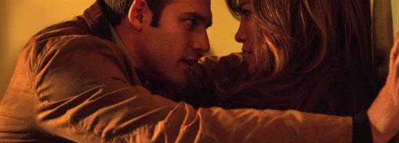 """Jennifer López: Acosada por su vecino adolescente en """"The Boy Next Door""""."""