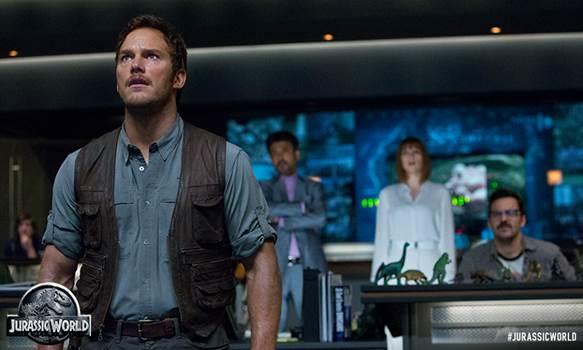 """Los dinosaurios regresan al cine con más colmillo en """"Mundo Jurásico"""". #JurassicWorld"""
