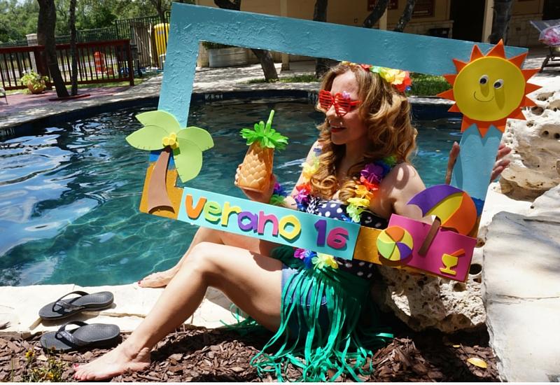 Marco de unicel para fotos de fiesta en la piscina. #DIY - ChecaLAMovie