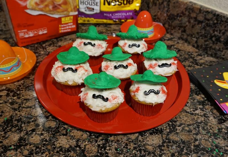 Cupcakes de café con sombrero y bigote. #GustoNestle